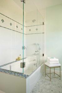 Large tiled tub/shower